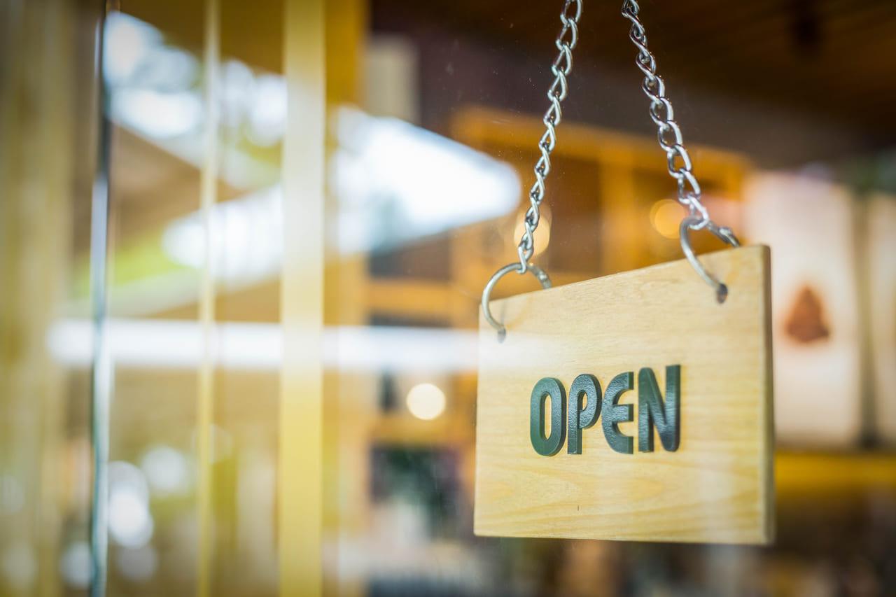 喫茶店のオープン看板