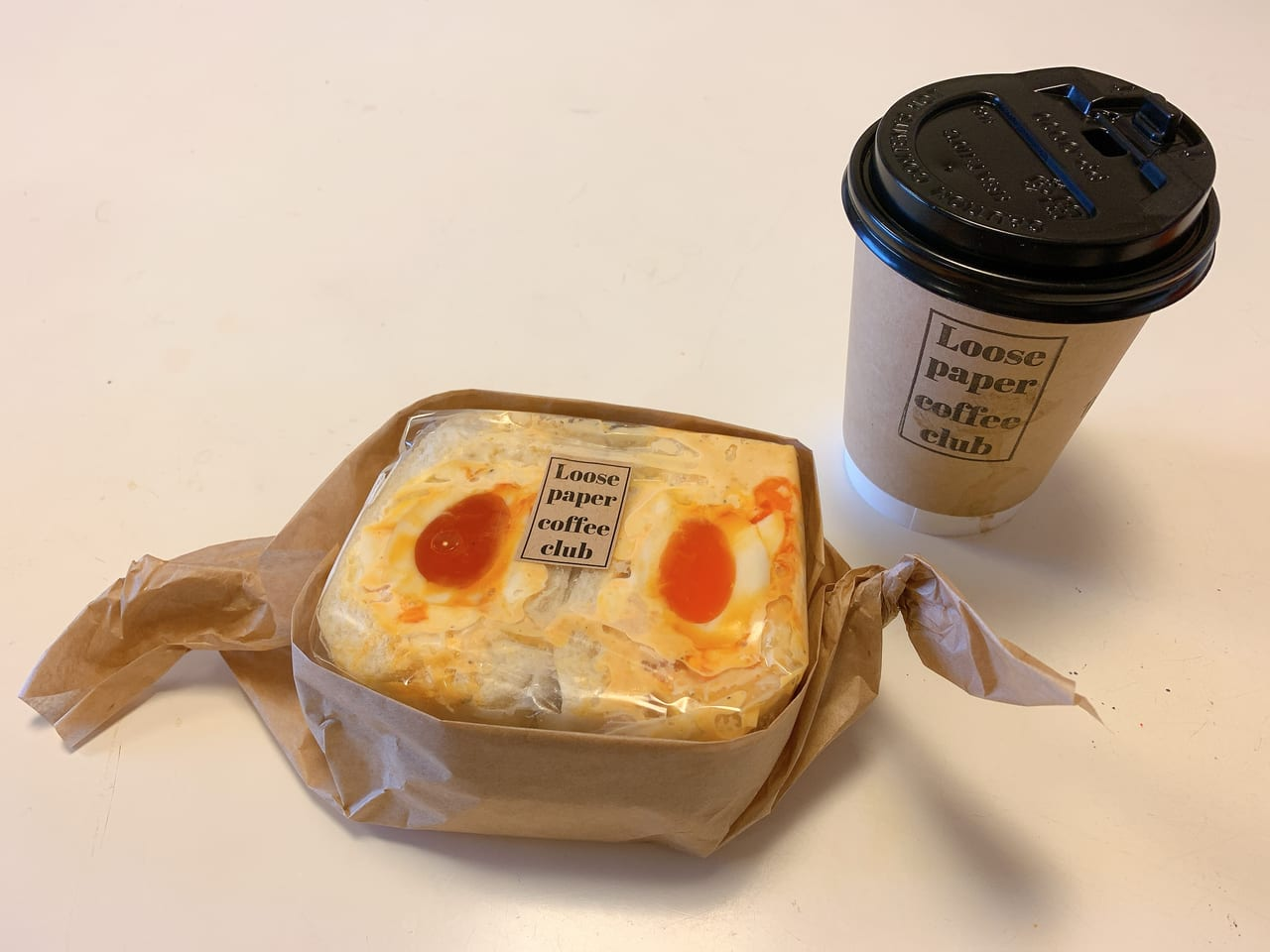 Loose Paper Cofee Club ほうじ茶ラテと卵サンド