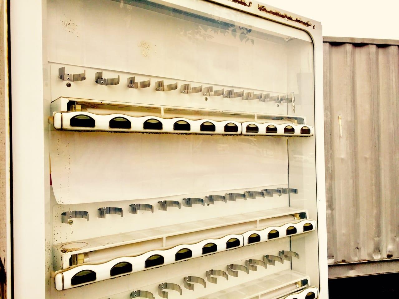 廃墟となった自動販売機